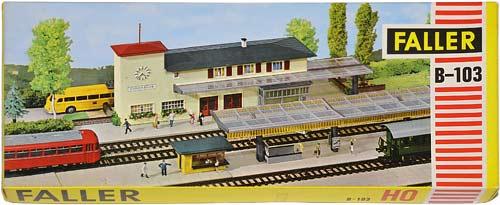 103 FALLER | SCHÖNBLICK | BAHNHOFSTATION | TRAIN STATION | TOGSTASJON | Foto: 0rvik
