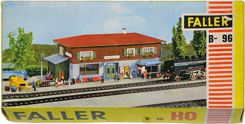 96 FALLER | HOLZHAUSEN | BAHNHOFSTATION | TRAIN STATION | TOGSTASJON | Foto: 0rvik
