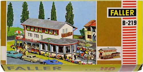 219 FALLER | H0 GEBÄUDE FÜR DER STADT MODELLBAHN | HO BUILDINGS FOR AN URBAN MODEL RAILROAD | 1:87 BY-BYGNINGER TIL MODELLJERNBANEN | Foto: 0rvik