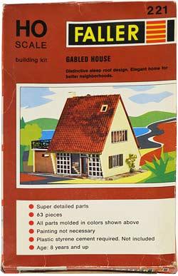 221 FALLER | HAUS | GABLED HOUSE | BOLIGHUS | Foto: 0rvik