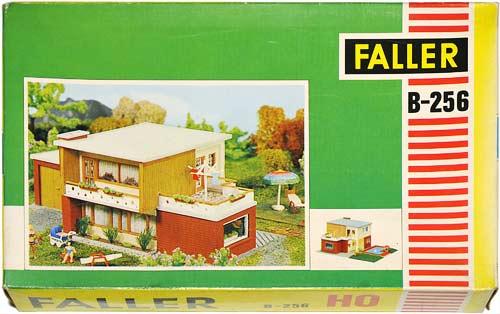 256 FALLER | FLACHDACH STADTHAUS | MODERN URBAN HOUSE | MODERNE FORSTADSHUS | Foto: 0rvik