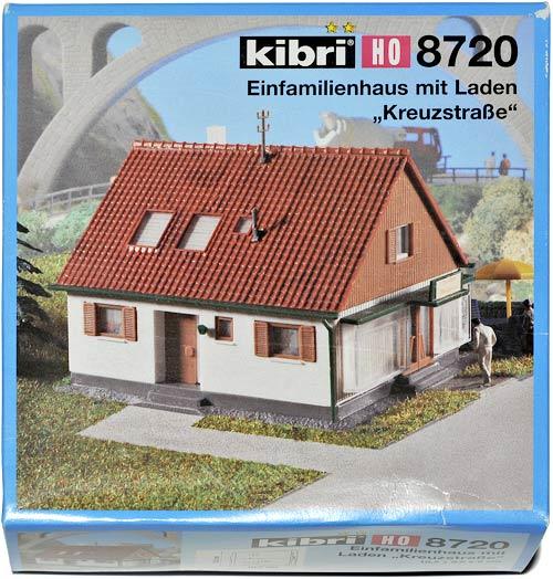 KIBRI 8720 | EINFAMILIENHAUS MIT LADEN KREUZSTRAßE | ENEBOLIG MED FORRETNING | Foto: 0rvik
