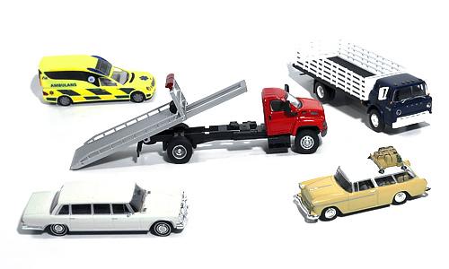 Amerikansk redningsbil og lastebil, ambulanse, og en limousine